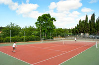 CarcasonneCottagesTennisCourt01