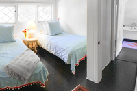 WonderlandAvenueBedroom08