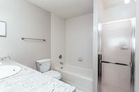 NorthHarborDr Bathroom02