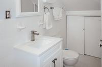 ReadeStreet Bathroom02