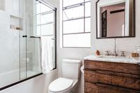 HollyCourt Bathroom03