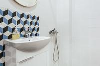 KaritsiPlaceAptGreen Bathroom02