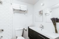WyandotStreet Bathroom02
