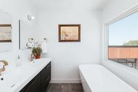 WyandotStreet Bathroom03