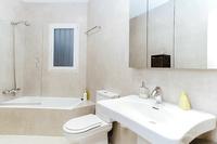 HerreraResidence Bathroom02