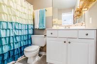 ViaDeLunaDrive Bathroom03