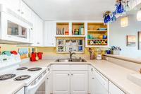 ViaDeLunaDrive Kitchen02