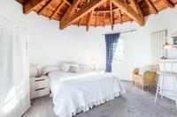 TourdelaRosa Bedroom03