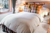 CrystalLaneCabin Bedroom03