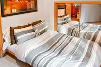 CrystalLaneCabin Bedroom04