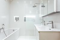 RuedesRenaudes Bathroom02