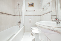 CarrerdeRogerdeFlor Bathroom