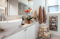 LittleLakeRoad Bathroom2