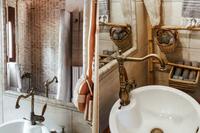 EviaFoxHouse Bathroom