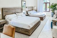 SandcastleVilla King Room Bedroom 550