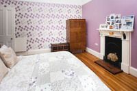 QueenMaryBedroom01