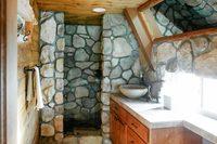 LakeArrowheadBathroom01