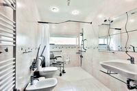 Costabathroom 01
