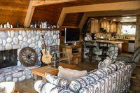LakeArrowheadLivingroom 02